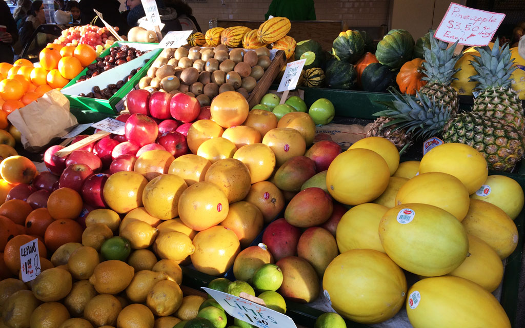 Fresh_Fruit_Vendors-Pike_Place_Seattle